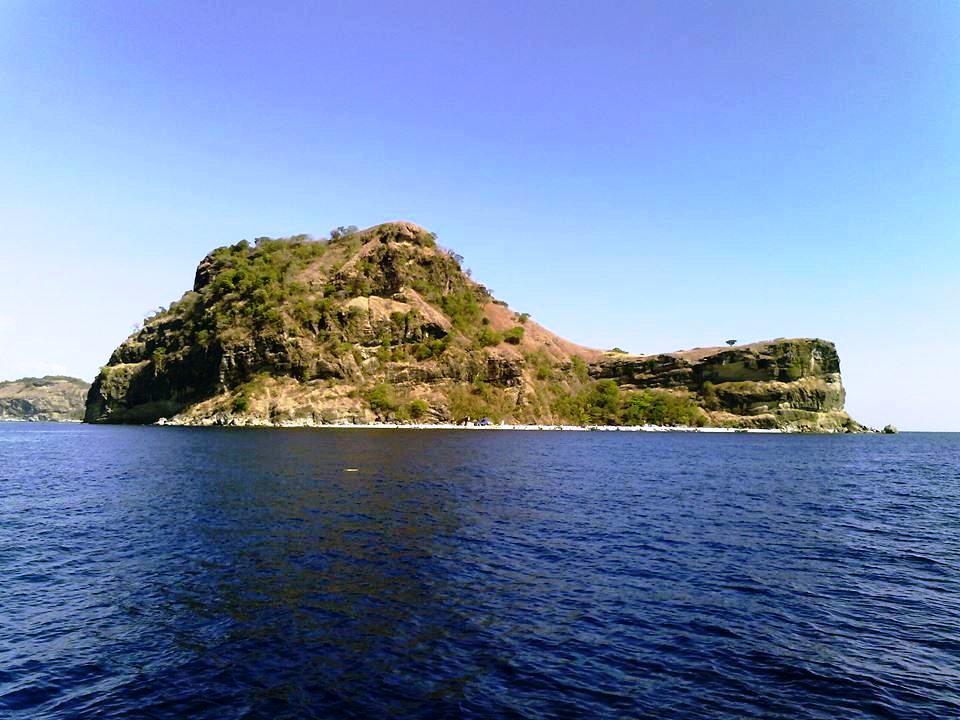 Anawangin, Nagsasa, Capones, Anawangin Cove, Anawangin Island, Nagsasa Cove, Nagsasa Island, Capones Island, Capones White Beach Zambales,